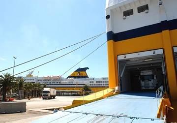corsica_sardinia_ferries_mega_express_five_unloading