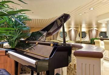 tallink_silja_baltic_queen_piano_bar