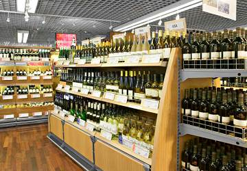 tallink_silja_silja_serenade_wine_shop